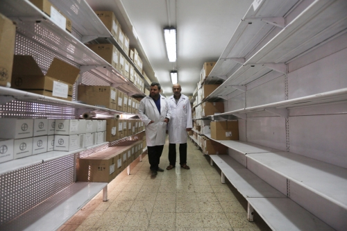 empty shelves 171116-shifa-hospital.jpg