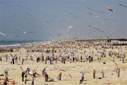 263991341-palestinian-children-fly-kites-during-at-an-event-organized-by.jpg